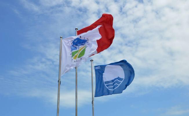 Karasu Plajına 'Mavi Bayrak' Çekildi Karasu Belediye Başkanı İspiroğlu: 'TÜRÇEV'in 32 kriterini yerine getirerek bu yılda mavi bayrak Karasu'da dalgalanmaktadır'.